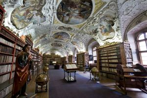800px-Strahov_Theological_Hall,_Prague_-_7579